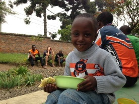 Jonathan 5 år är den yngsta medlemmen i cykellaget Team Rwanda. Pappa Rafiki är fd tävlingscyklist och numera lagets mekaniker.
