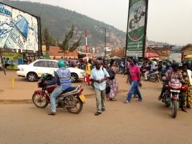 Det vanligaste sättet att transportera sig i Kigali är med motorcykeltaxi.